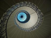 Escadaria tulipa vista de baixo. Autor desconhecido.