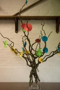 Woordenwolk in een levensboom tijdens een groeifeest