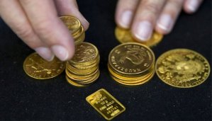 Read more about the article Gold pulls back as rupee strengthens, caution sets in