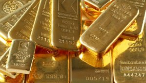 Read more about the article Gold shines as rupee falls to record low