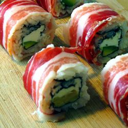 Epique rouleaux de sushi  (avec du bacon)