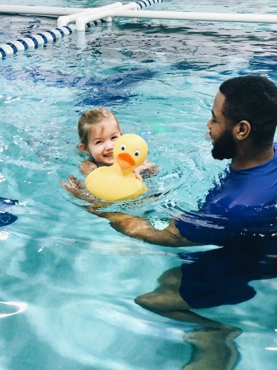 our trip to Big Blue Swim School // faithfulmoms.org
