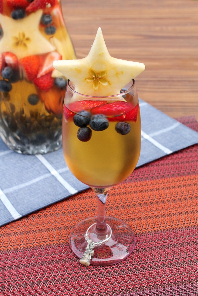 Red, White & Blue Sangria - The Spiffy Cookie