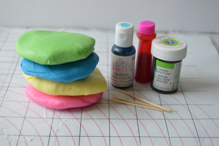 fondant and food coloring
