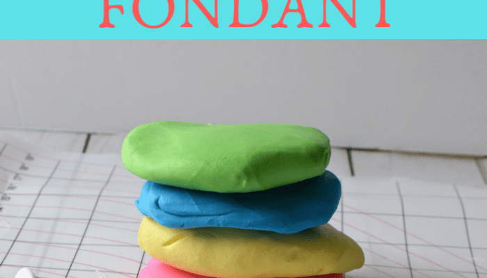 Decorating Cakes with Fonddant