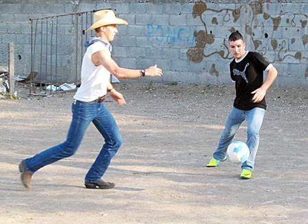 A team playing soccer in Reynosa