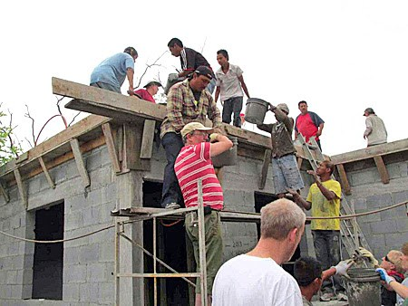 Pouring a roof on a house in Reynosa