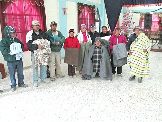 Families with much needed blankets in Reynosa