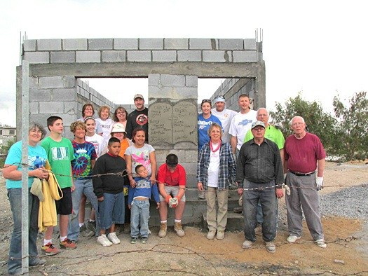 A team from Indiana with a family in front of their new house in Reynosa