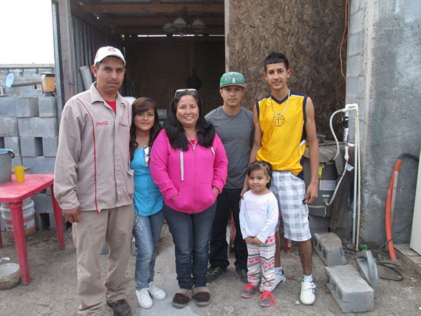 Jose Luis and Norma and their family in Miguel Aleman