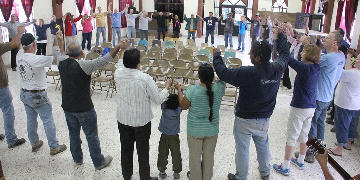 Singing unidos unidos together in Reynosa
