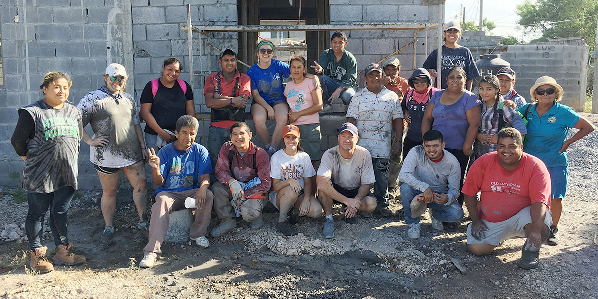 A group and the staff and volunteers after pouring a roof in Reynosa