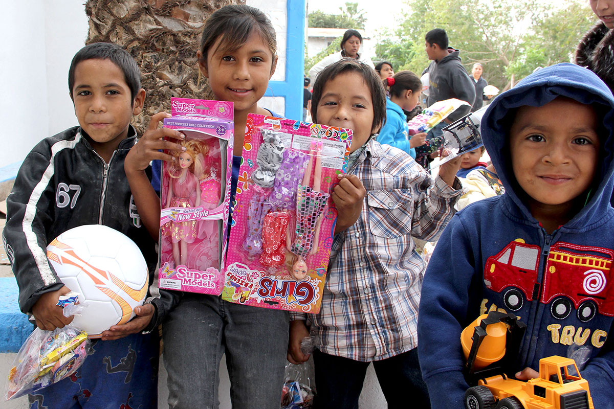 Kids with their toys at the Christmas fiesta in Reynosa
