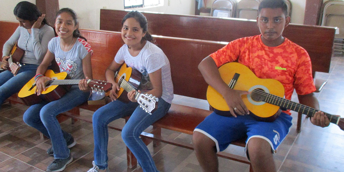 Music students in Naranjito learning guitar