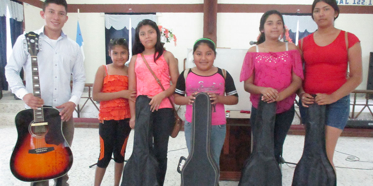 Music students in Reynosa ready to learn guitar