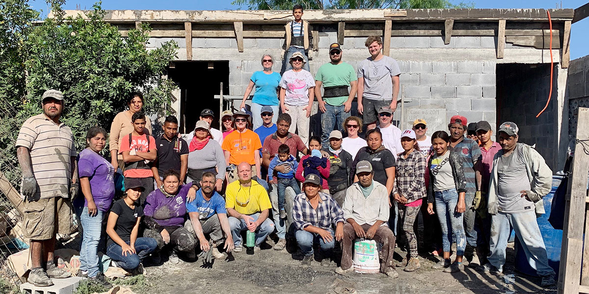 Friends from Reynosa and North Carolina pouring a roof together