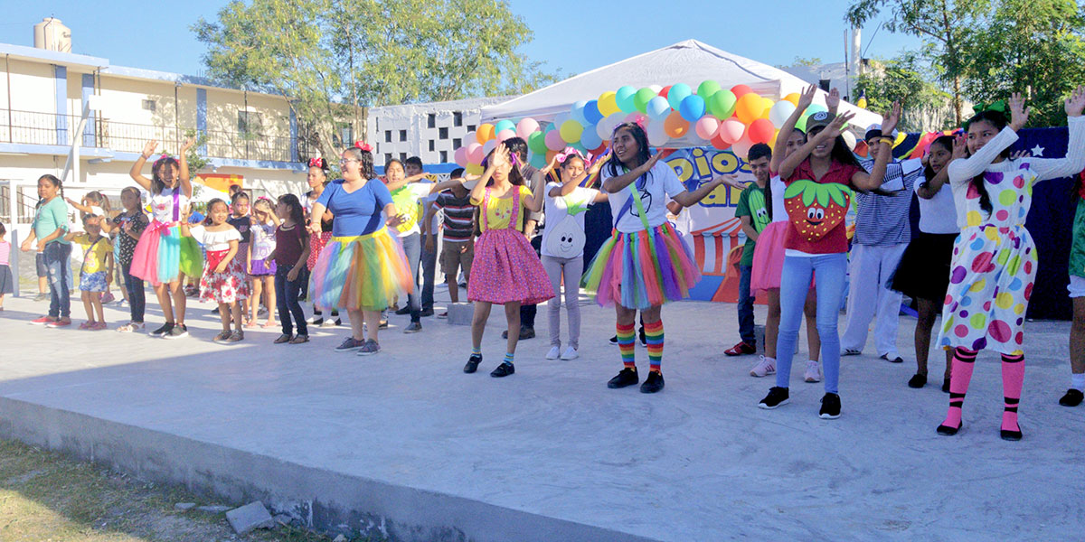 A special performance for the kids at the Childrens Day fiesta in Naranjito