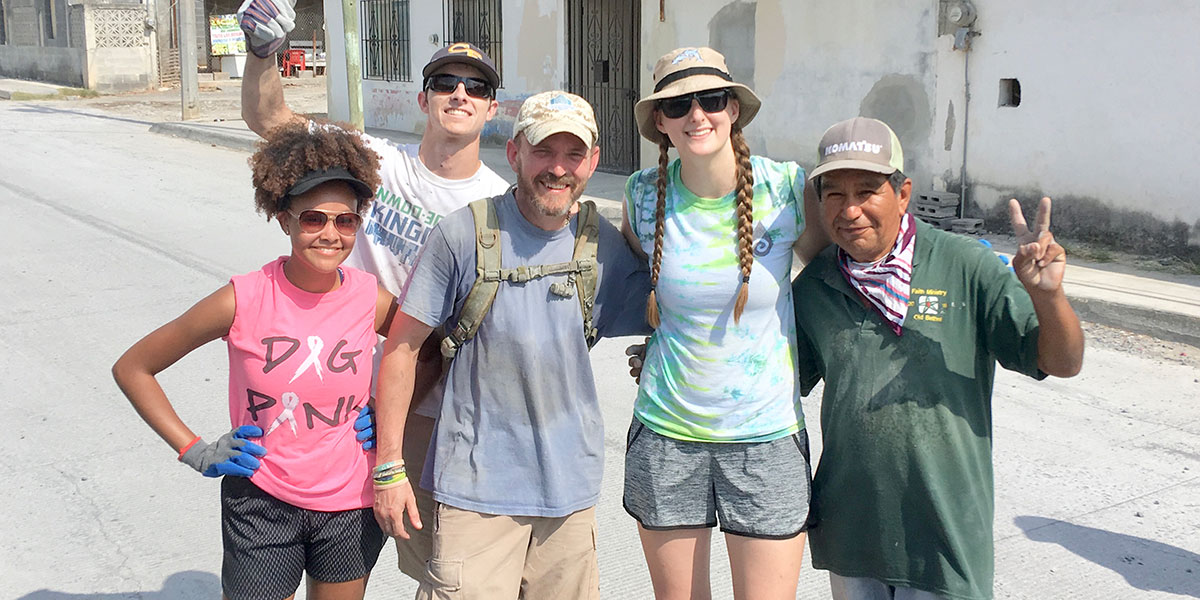 Interns Jada and Lauren with friends from the US and Mexico in Reynosa