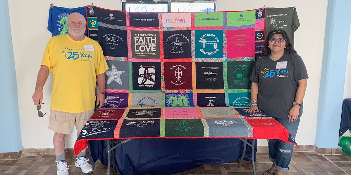 Deantins daughter Annette and her husband Damon with the special t-shirt quilt at the 25th anniversary fiesta in Naranjito
