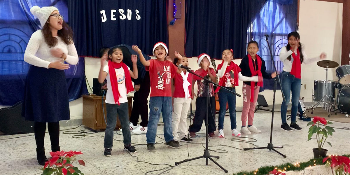 Kids performing a song at the Christmas fiesta in Reynosa