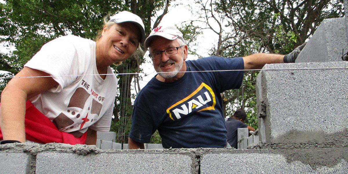 Friends from Indiana laying block to build a house for a family in need in Reynosa Mexico