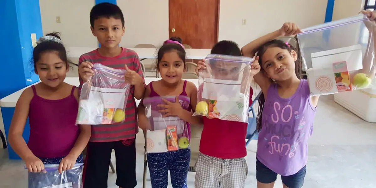 Kids with their lunch packs in Miguel Aleman