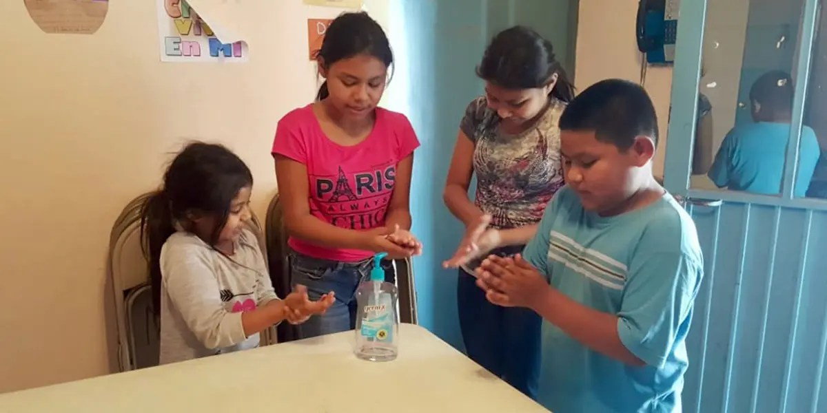 Kids in Miguel Aleman learning how to properly sanitize their hands