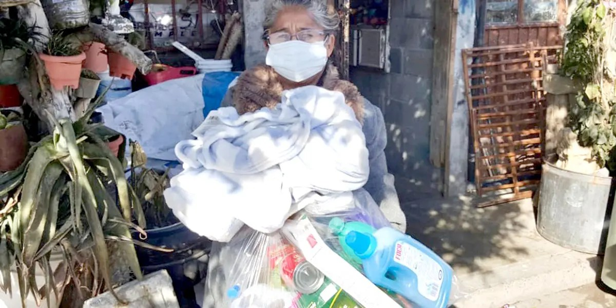 Distributing grocery packages and blankets in Miguel Aleman Mexico