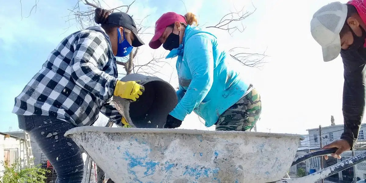 Our staff and volunteers pouring the roof of Casa 6 in Reynosa Mexico