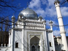 mosque-in-berlin--this-is-in-fact-the-oldest-mosque-of-germany_800x600
