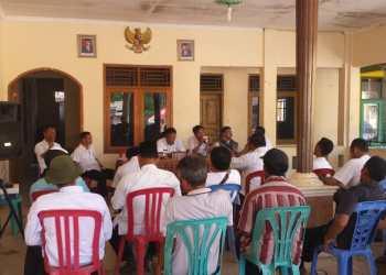DESA TONJONG, Kecamatan Pasaleman, Kabupaten Cirebon saat melaksanakan Musrenbangdesa di kantor desa setempat.*