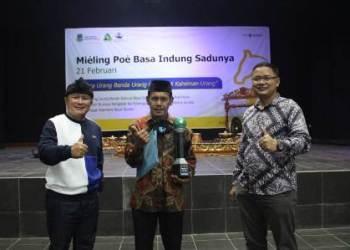 Perwakilan Diskominfo Juara 1 Pasanggiri Biantara Basa Sunda