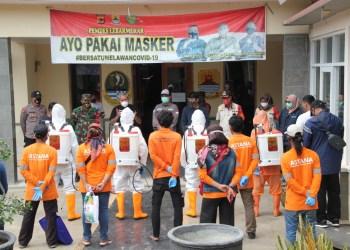 Relawan Covid-19 Lakukan Disinfeksi di Desa Lebakmekar
