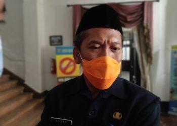 Kepala DPRKP Agung Sedijono menyebutkan dari 108 perumahan baru 4 yang menyerahkan Fasum dan fasosnya kepada Pemkot Cirebon.