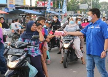 Demokrat Kota Cirebon Bagikan Ribuan Nasi Kotak
