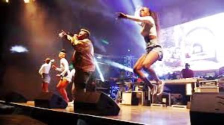 Dlala Thukzin – Naba Laba Ft. Dladla Mshunqisi & Zulu Mkhathini Live by Dladla Mshunqisi Fakaza Download