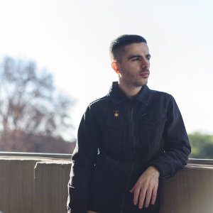 "Jullian Gomes – ""Kinda Home, Kinda Not"" Top 10 October 2020"