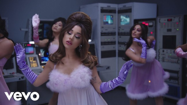 Ariana Grande 34+35 Video Download