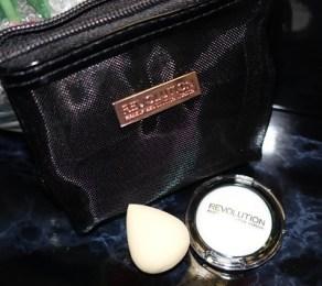 handbag-hacks-makeup-revolution-contents