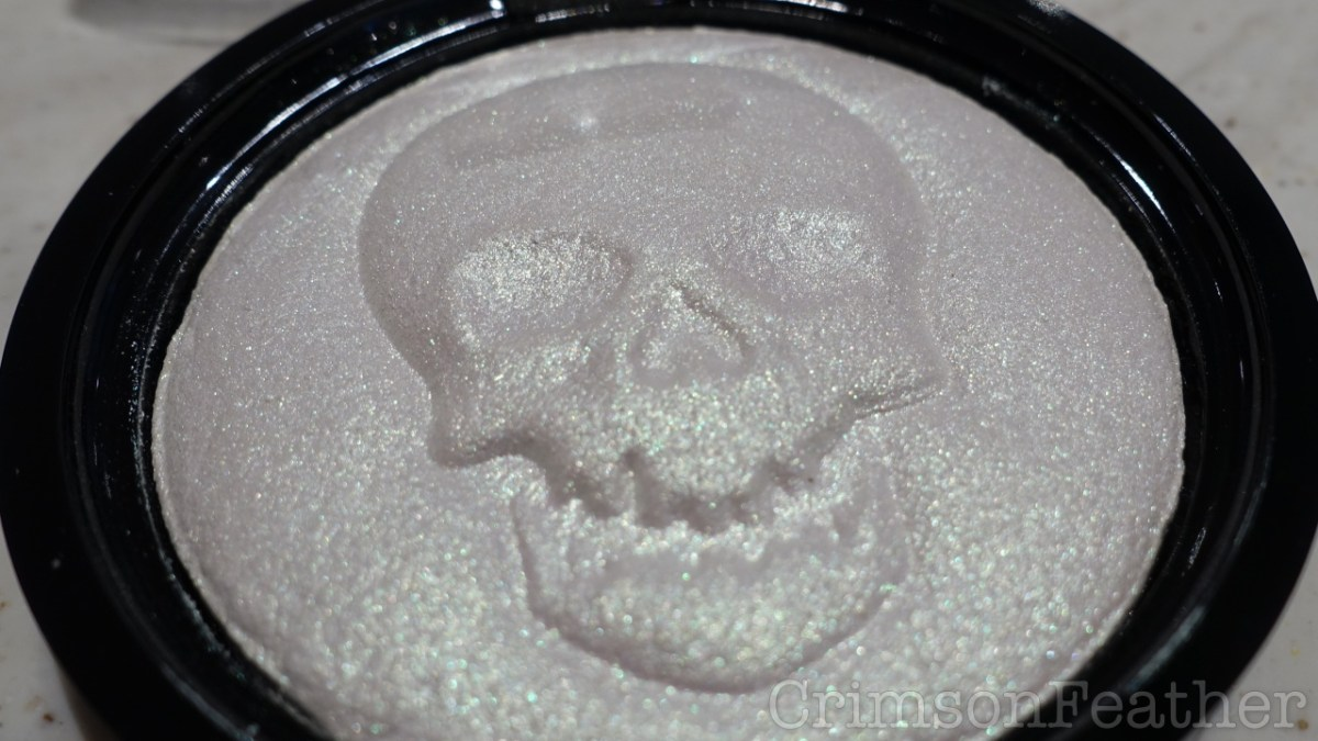 Revolution Beauty Halloween Haunted Lights Highlighter 2018 Review & Swatch