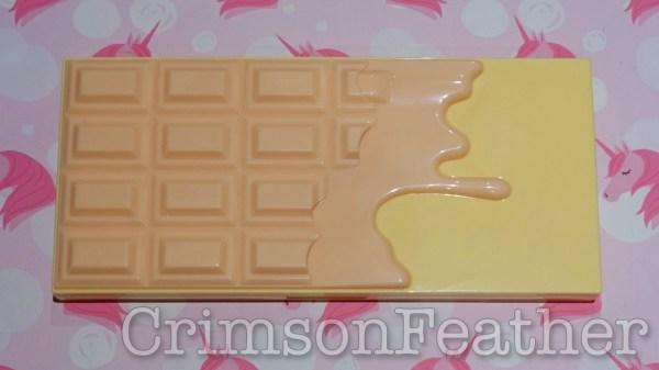I-Heart-Revolution-Praline-Chocolate-Face-Palette-Outside