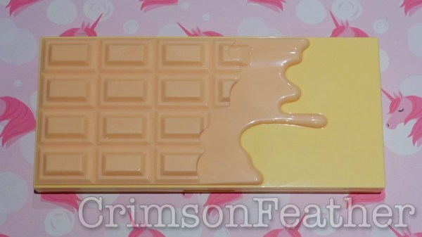 I-Heart-Revolution-Praline-Chocolate-Face-Palette-Outside