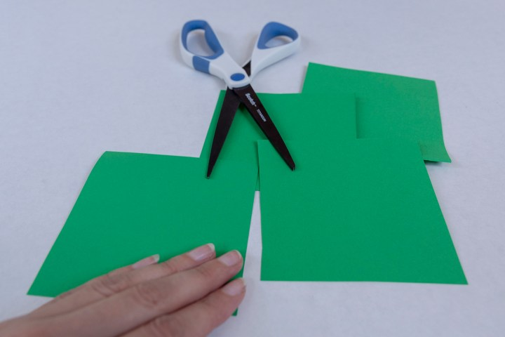 Instructions for making St. Patrick's Day shamrock garland