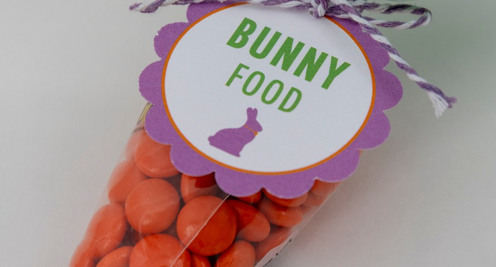 Free Printable Tags -- Make Bunny Food Carrots with Reese's Pieces