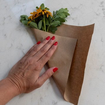 How to wrap a bouquet in paper