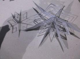 Как се прави хартиена снежинка?