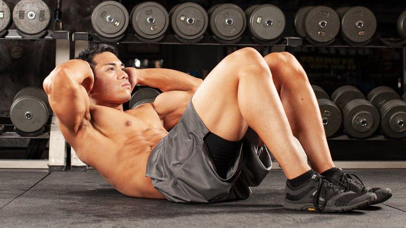 Melipat badan, berbaring di atas lantai