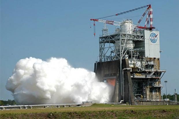 NASA испытало двигатель сверхтяжелой ракеты для полетов на Марс