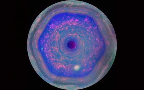 Great Hexagon — самый большой и продолжительный ураган в Солнечной системе, которая имеет форму правильного шестиугольника