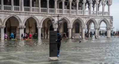 Наводнение затопило исторический центр Венеции